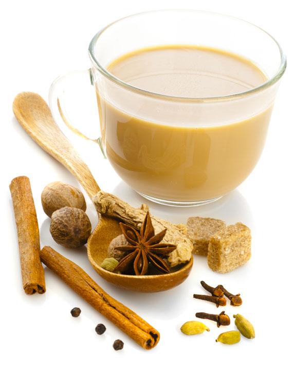 Indischer Masala Chai Tee mit Gewürzen