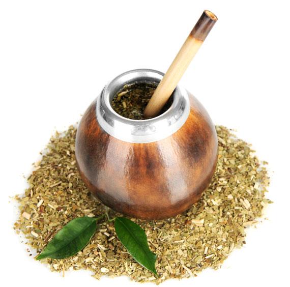 Mate Yerba Tee mit Trinkgefäß und Bambusrohr