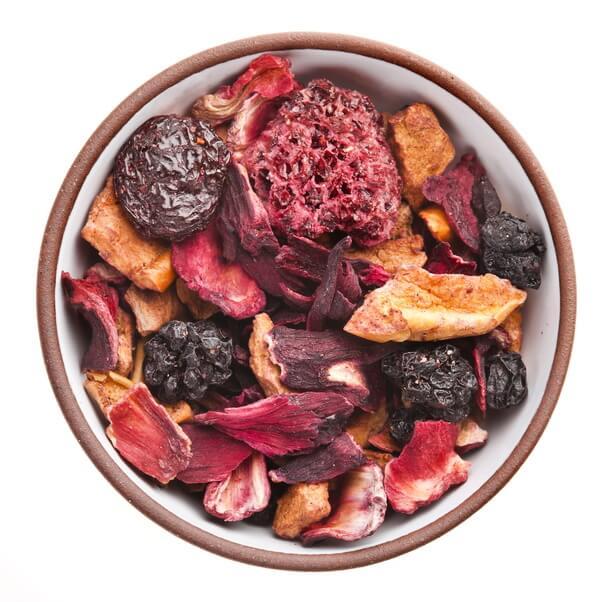 Früchtetee mit Fruchtstücken